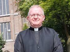 Vlag uit om ontslag omstreden oud-priester Waalwijk: 'Eindelijk stopt het'