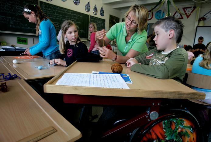 Kinderen met en zonder een beperking samen in één klas op een school in Dordrecht.