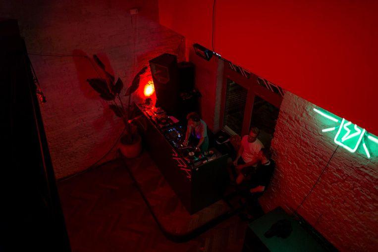 Radio Radio in het Westerpark staat bekend om de rode belichting. Beeld Rink Hof