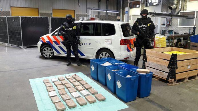De cocaïne heeft een geschatte straatwaarde van 16 miljoen euro.