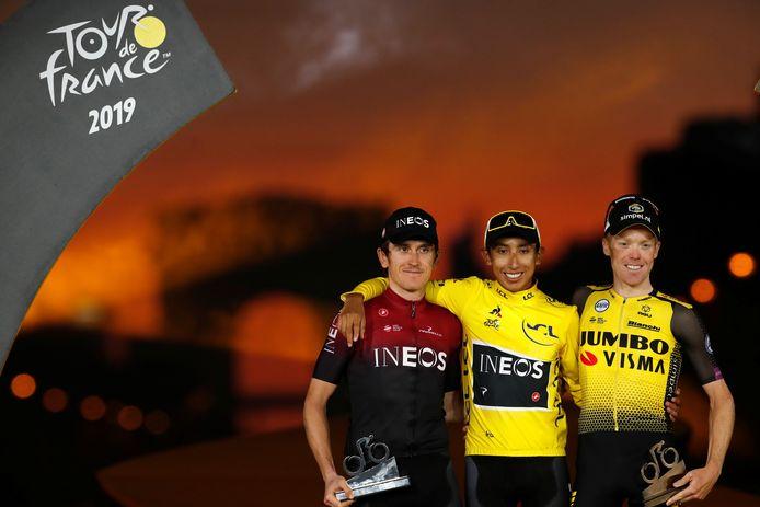 Steven Kruijswijk op het podium van de Ronde van Frankrijk samen met eindwinnaar Egan Bernal en nummer twee Geraint Thomas