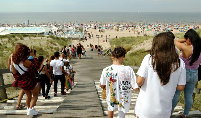 De trap in de duinen van Kijkduin die toegang geeft tot het strand.