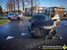 Auto botst op lijnbus in Papendrecht