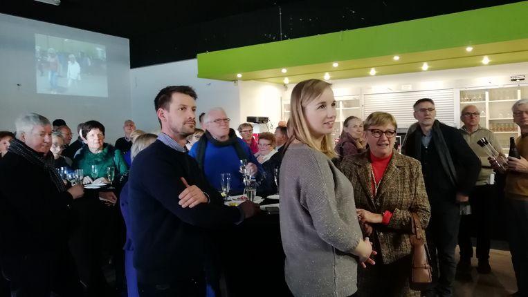 De inwoners van de wijk Becelaeres Hof klonken in het JOC op het nieuwe jaar.