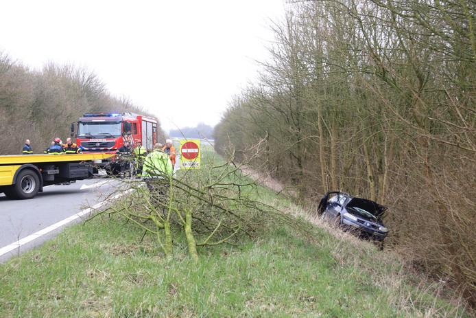 De bestuurder van het voertuig raakte gewond bij het eenzijdige ongeval.