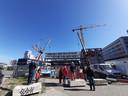 De tweede 'brug' voor woontoren Haasje Over op Strijp-S in Eindhoven wordt over Area 51 heen getakeld.