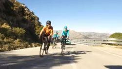 """Vinokourov neemt zijn renners in de maling: """"Die oude man gaat sterven op die klim!"""""""