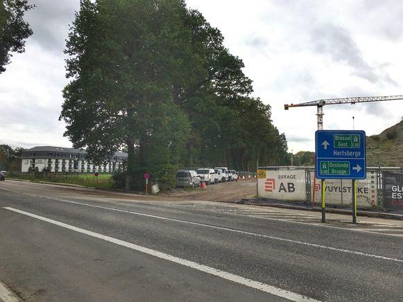 De carpoolparking zou in de Kapellestraat komen vlakbij de op- en afrit van de E40.