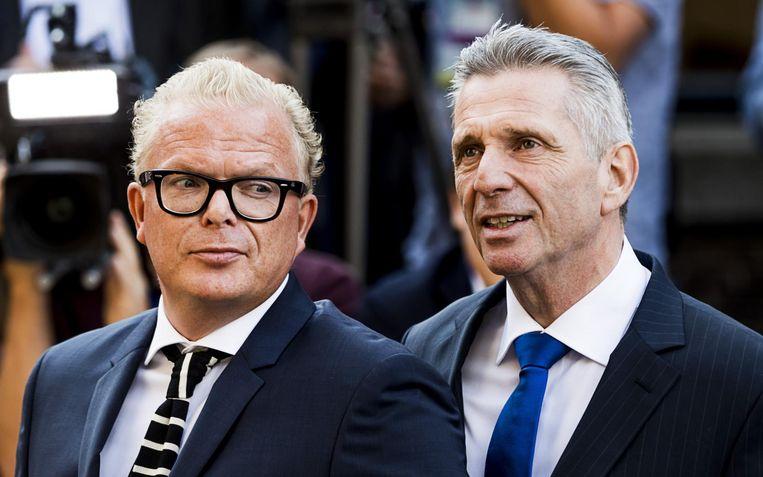 Louis Bontes (rechts) met het nieuwe gezicht van VNL Jan Roos. Beeld anp