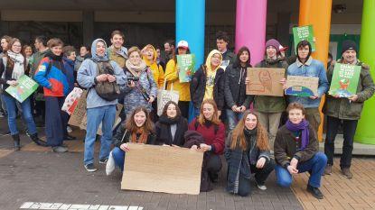 Mechelse klimaatspijbelaars zingen klimaatlied voor ze naar Brussel trekken