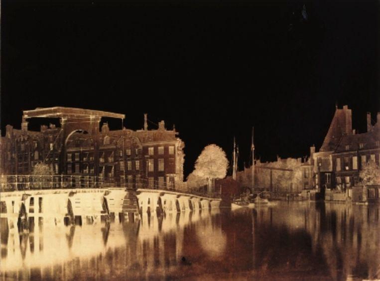 Gezicht op Binnenamstel met halvemaansbrug en toren Swygh utrecht (Benjamin Brecknell Turner, 1857) Beeld
