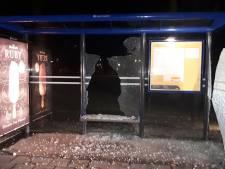 Bushokje in Emmen volledig kapotgeslagen: 'Daders mogen de troep zelf opruimen en de schade betalen'