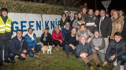 250 buurtbewoners verbroederen tégen de knip