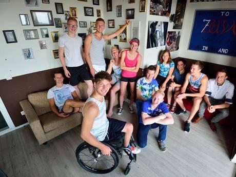 Bewoners Goudse Driestarflat starten rolstoelactie voor 'brother' Sjoerd