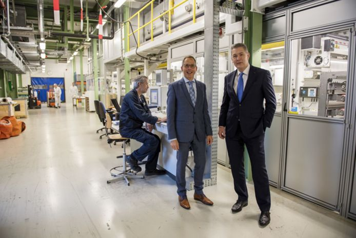Vlnr: Albert van Maren (vice-president) en Peter Struik (president) van Fujifilm Europe in Tilburg