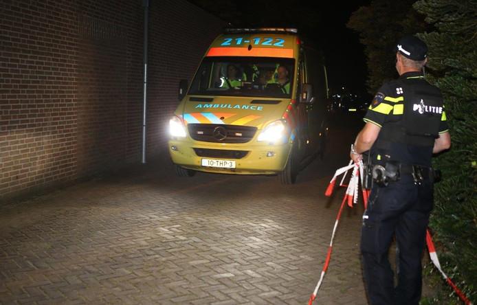 Een ambulance heeft de vrouw naar het ziekenhuis in Nijmegen gebracht