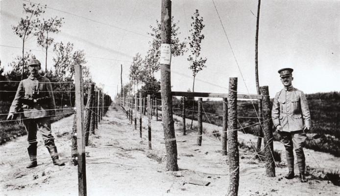'Den Draad' was een meer dan 300 kilometer lange grensbarrière die in de Eerste Wereldoorlog het bezette België scheidde van het neutrale Nederland.