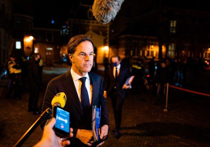 Premier Mark Rutte bij aankomst op het Binnenhof voor een extra ministerraad over de toeslagenaffaire.