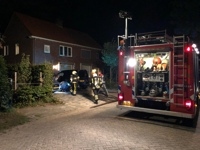 Auto in brand gestoken in Helvoirt.