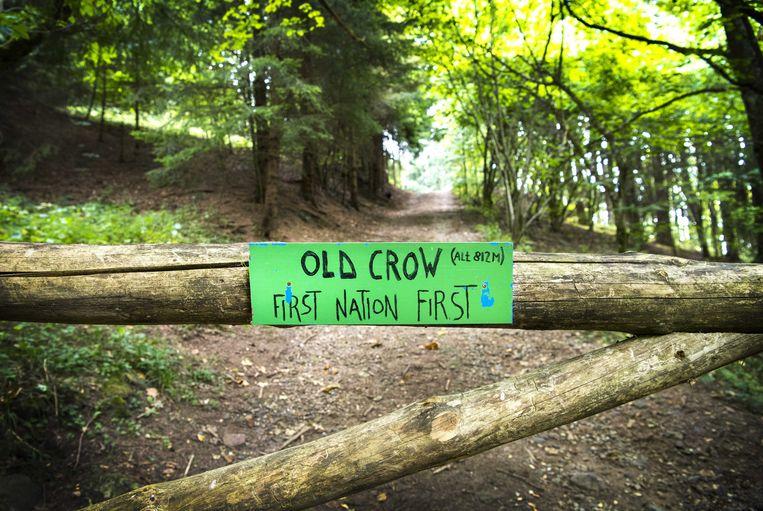 De slagboom met de tekst 'First nation first'.