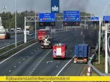 Vrachtwagen in brand op A2 bij Eindhoven, rijstroken weer open