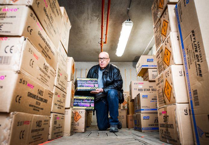 Hugo Groeneweg (57), trotse eigenaar van De Vuurwerkreus in Oud-Beijerland, Barendrecht en Rotterdam, is vol ongeloof dat er dit jaar een vuurwerkverbod is.
