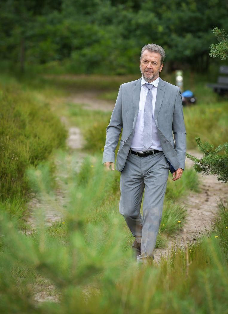 Lucas Van den Eynde (59) als ijsboer 'Phil Frisco'.
