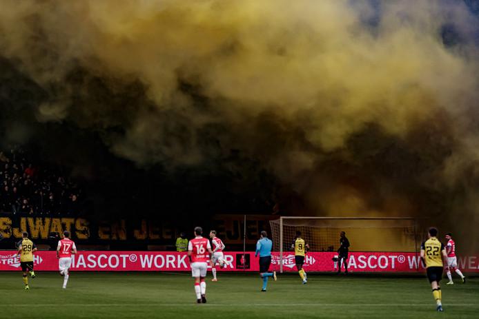 De indrukwekkende rookpluimen bij Roda JC - MVV.