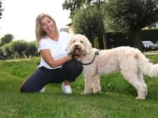 Claudy helpt kwetsbare kinderen met haar hond Duc, de inzet hond, 'Ze hebben geen rust meer in hun koppie'