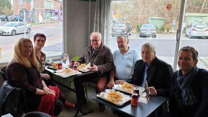Buschauffeurs kunnen eindelijk vlot draaien in Alsemberg: Schepencollege viert met een frietje bij Jean-Pierre