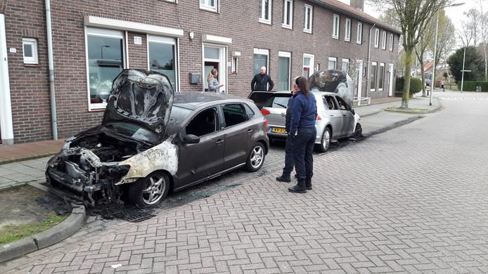 De forensische recherche deed nog de hele dinsdagochtend onderzoek in de Osse Katwijkstraat.