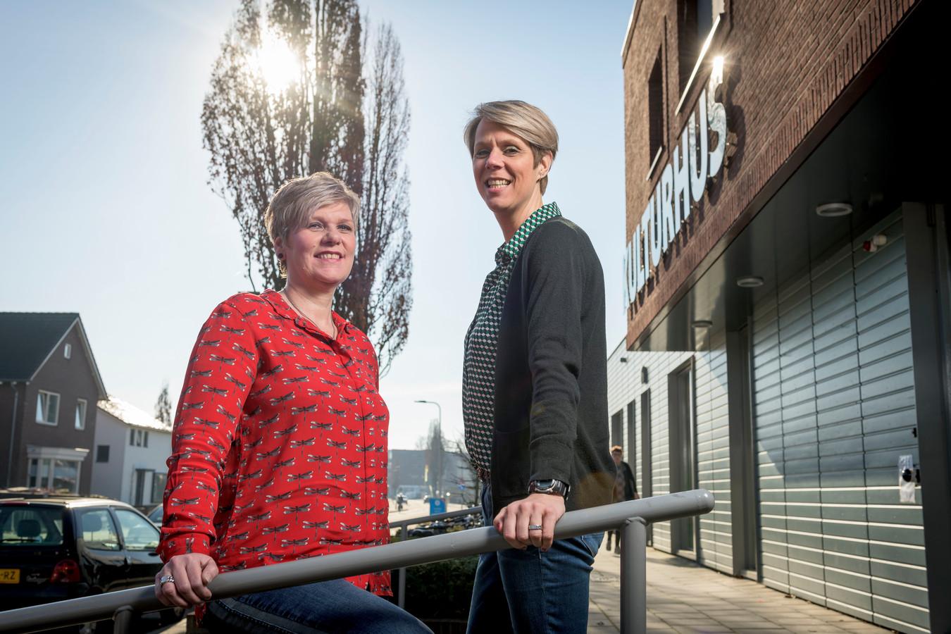 Mariska Jogems (links) en Astrid Wessling van armoedebestrijding in Denekamp.