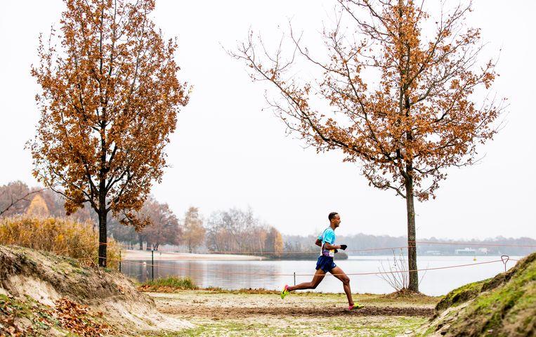 De latere winnaar Yemaneberhan Crippa tijdens de Warandeloop in Tilburg. De loop heeft hetzelfde parcours als het EK, dat over twee weken plaatsvindt.  Beeld Freek van den Bergh