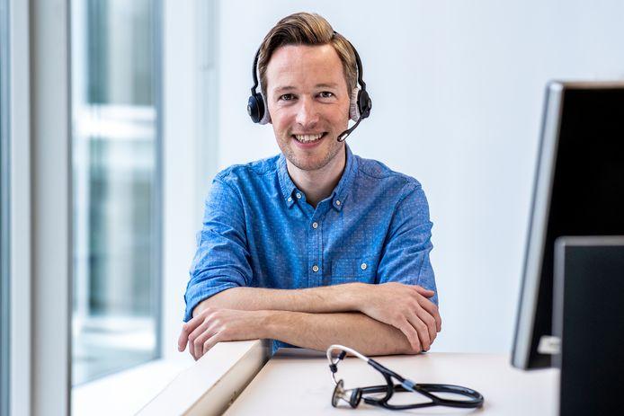 De Utrechtse jeugdarts Ruben Schmits (35) is een van de velen die hun eigen taken moesten opgeven om mee te helpen in de strijd tegen het coronavirus.