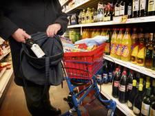 Bejaarde en jeugdige winkeldief opgepakt in Nijverdal