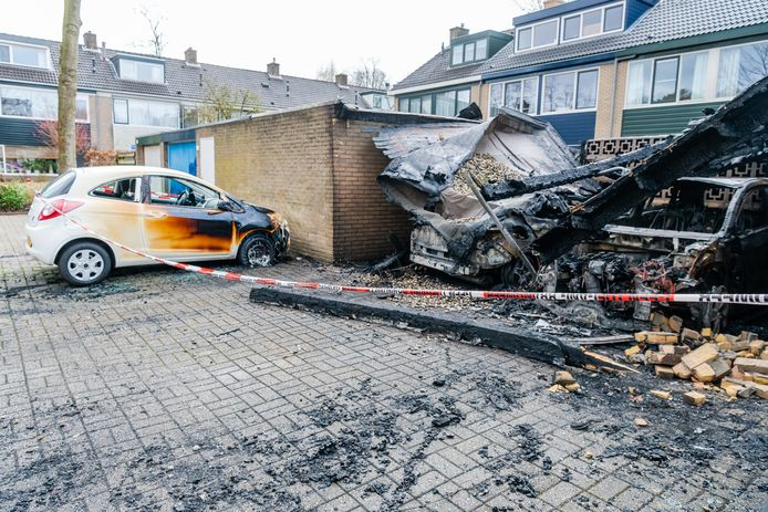 Afpersers staken eind vorig jaar de carport van een gezin in Zeist in brand om hun eis voor geld kracht bij te zetten.
