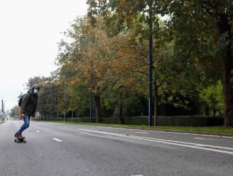 Historisch stille autoloze zondag: verlaten B401, geen activiteiten, geen springkastelen