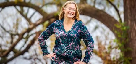 Zangeres Esther Hart zorgt voor nostalgische kerst in Helmonds theater Speelhuis