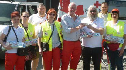 Muzikant Bart Buls steunt Rode Kruis met stickerverkoop
