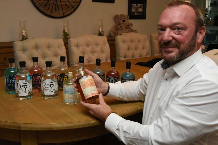 Danny Bruggeman met zijn nieuwe rum.