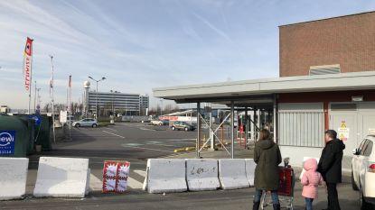 Vier Delhaize-winkels in regio urenlang geblokkeerd