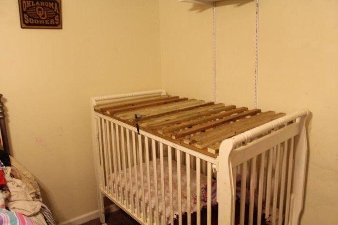 In hetzelfde huis stond nog een tweede kooi waarin kinderen konden worden opgesloten.