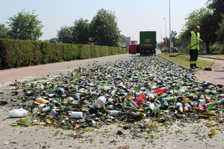 Straat in De Pinte ligt vol gebroken glas na foutje met truck.