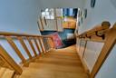 De trap is de grote trots van Inge. Die is helemaal gemaakt en bewerkt door haar man Ad.