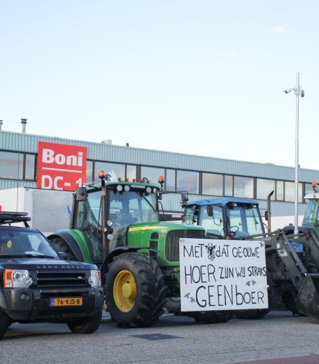 Distributiecentrum Boni in Nijkerk geblokkeerd door 150 boeren op trekkers