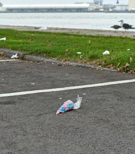 Vissen raken verstrikt en schepen lopen schade op: Rotterdamse haven begint actie tegen zwerfafval