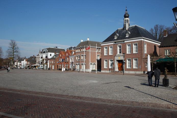 Het Ridderplein in Gemert met het gemeentehuis.