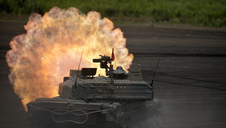 Een Japanse tank tijdens een militaire oefening. Beeld epa