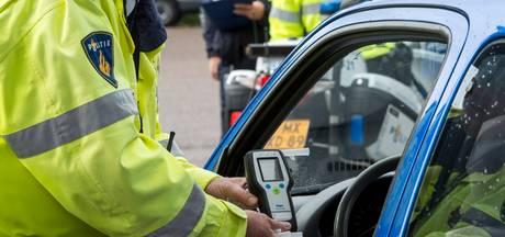 Dronken man rijdt zonder verlichting in Roosendaal