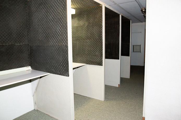 De telefoniecel in de bunker, het enige deel dat niet door de brand werd vernield.